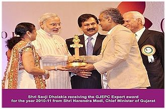 Savji Dholakia - Receiving The GJEPC's Annual Export Award for the year 2010-11 from Shri Narendra Modi, Prime Minister of India (Ex. CM - Gujarat)