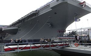 GW, GHW and Jeb Bush after christening carrier vessel.jpg