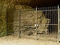 Gedenkstätte Silberbergtunnel Eisenbetonmauer.jpg
