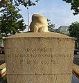 Gelpke-Brunnen mit der Galionsfigur aus Kalkstein im Rheinhafen (1941–1943) Im Hafenareal 1, Kleinhüningen, Basel von Willy Hege (1907–1976) (1).jpg