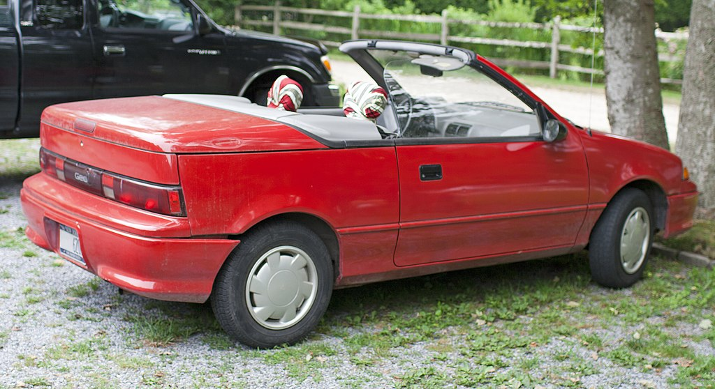 File:Geo Metro Convertible rear top down.jpg - Wikimedia Commons