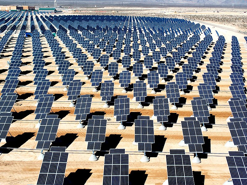 Image:Giant photovoltaic array.jpg