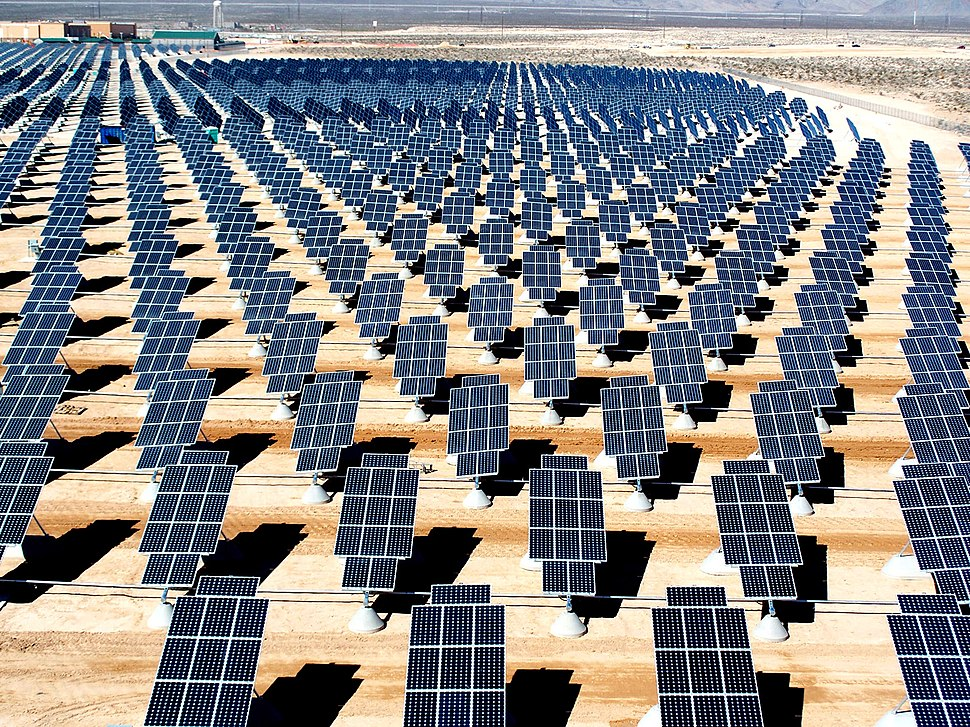 Giant photovoltaic array
