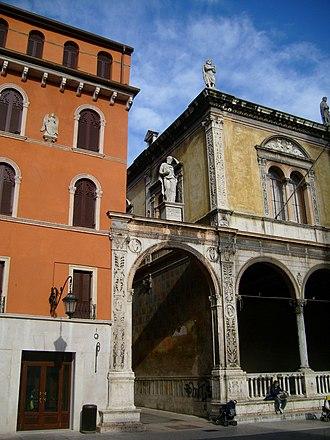 Girolamo Fracastoro - Image: Girolamo Fracastoro's statue in Verona 1