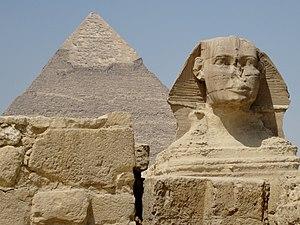 Deutsch: Der Sphinx vor der Chephren-Pyramide ...