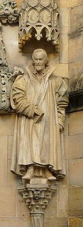 """Melanchthon-Statue am """"Brautportal"""" der Margarethenkirche in Gotha (Quelle: Wikimedia)"""