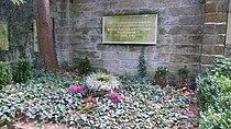 Grab Manfred von Ardenne Weißer Hirsch 1.jpg