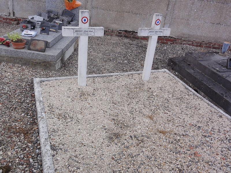 Grugies (Aisne) cimetière, 2 tombes de guerre 1915, 1916