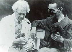 Gaston Julia (right), with Gustav Herglotz, comparing dogs