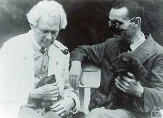 Gaston Julia - Gaston Julia (right), with Gustav Herglotz, comparing dogs