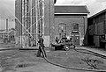 HUA-167449-Afbeelding van het testen en onderhouden van het materieel van de bedrijfsbrandweer van de N.S. bij de wagenwerkplaats te Blerick.jpg