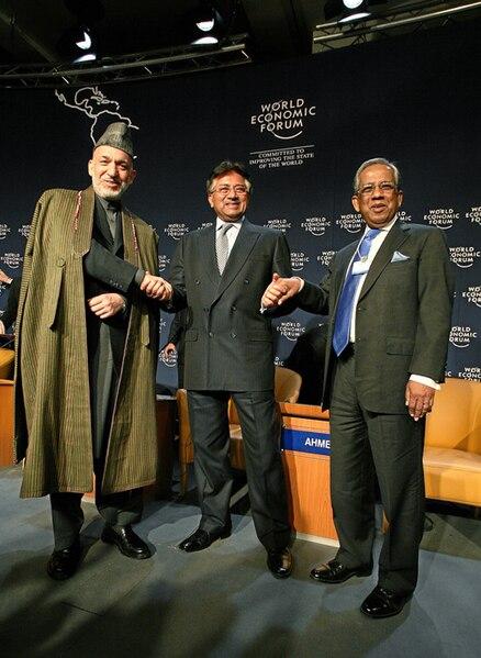 Datei:Hamid Karzai, Pervez Musharraf, Fakhruddin Ahmed - World Economic Forum Annual Meeting Davos 2008.jpg