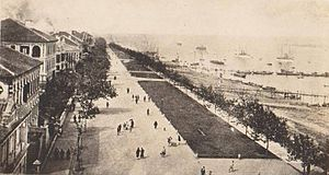 Hankou - Foreign concessions along the Bund c. 1900.