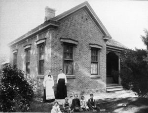 Hannah Maria Libby Smith House - Hannah and house with Grace and grandchildren