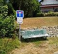Hautecour (Jura) - Présignalisation double-impasse et banc (juil 2018).jpg