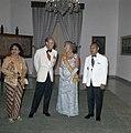 Het koninklijk paar met president en mevrouw Soeharto voorafgaand aan het staats, Bestanddeelnr 254-9015.jpg