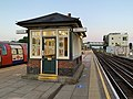 High Barnet Waiting Room on Platforms 2 & 3.jpg
