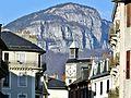 Horloge Place-Saint-Léger et Mont Peney au printemps.JPG
