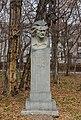 Hovhannes Shiraz statue2.jpg