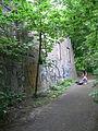 Humboldthain Kletterer an Bunkerwand.jpg