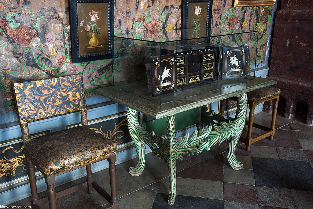 Hunting cabinet from Pommern.jpg