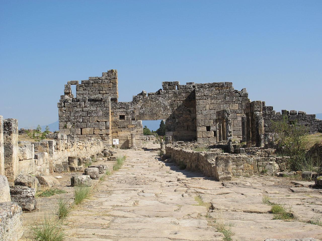 File hyerapolis via di frontino 03 porta bizantina jpg - Via di porta ardeatina ...