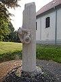 II. világháborús emlékmű és Református templom, 2019 Ajka.jpg