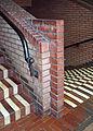 IPH-Behrensbau-Treppenhauswand-mit-Handläufer-uea.jpg