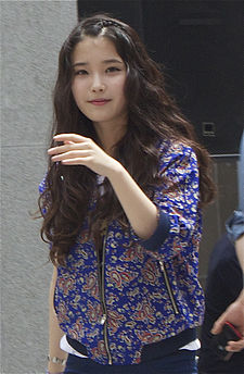 IU Korean Singer at G By Guess Fansigning 2012-04-29 002.jpg