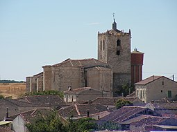 Iglesia de San Juan Bautista desde otra vista.
