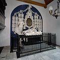 Interieur, aanzicht grafmonument voor Anna van Ewsum en echtgenoten - Midwolde - 20365815 - RCE.jpg