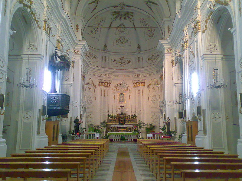 File:Interno Chiesa Madre.jpg