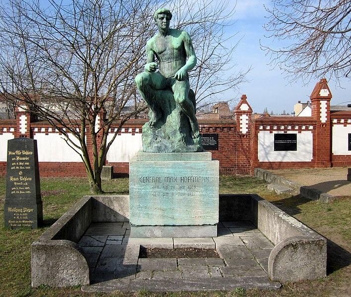 File:Invalidenfriedhof, Grabmal Max Hoffmann.jpg