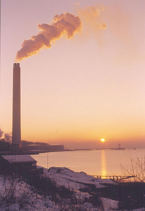 Inverkip power station - The power station in use in January/February 1985. View from the war memorial at Inverkip Point.