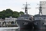 JS Hirado(MSO-305) left front view at JMSDF Yokosuka Naval Base April 30, 2018.jpg