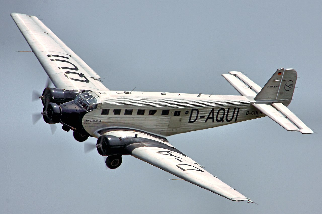 1280px JU52   Flying Legends 2013 Arrivals Day %289268444007%29 - 戦前のユンカース旅客機飛ばすンゴw→アルプスに激突して墜落20人全員死亡