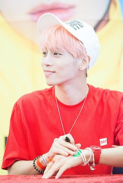 Jonghyun at a fansigning in Busan, in June 2016 05.jpg