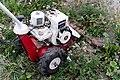 Jordbruksmaskiner etter låven på Grythengen 06.jpg