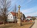 Kříž se sousoším Kalvárie v Horní Libině u kostela (Q72739691) 01.jpg