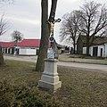 Kříž u mateřské školy v Kalištích (Q67180978).jpg