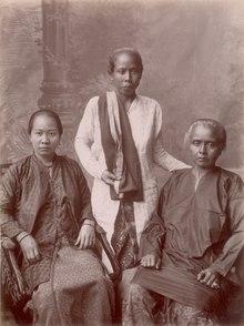 KITLV - 103763 - Donne cinesi e malesi a Singapore - circa 1890.tif
