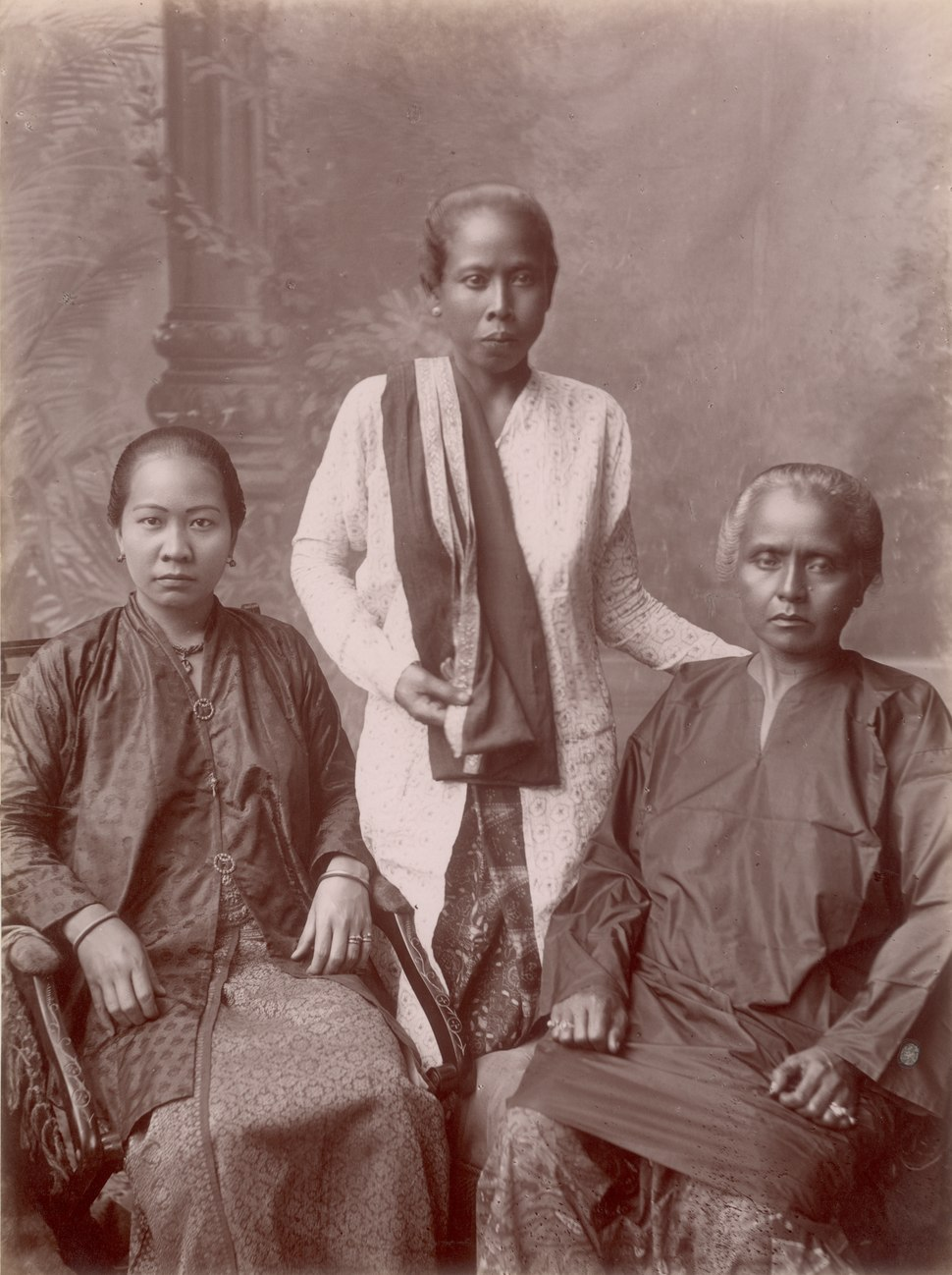 KITLV - 103763 - Chinese and Malaysian women at Singapore - circa 1890