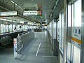 Kanazawa-seaside-line-Hakkeijima-station-platform.jpg
