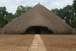 Kasubi tombs.JPG