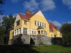 Kauniainen - Villa Vallmogård was the home of author Mikael Lybeck. It briefly housed the American Embassy during World War II.
