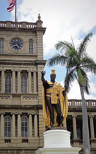 Aliʻiōlani Hale - Kamehameha Statue