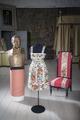 Klänning, stol och byst från von Essens tid - Skoklosters slott - 106491.tif