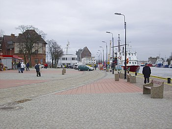Polski: Nabrzeże przy latarni morskiej