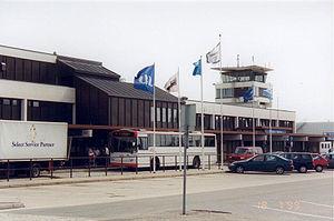 Kristiansand Airport, Kjevik - The terminal land side in 1999 showing the 1979 terminal (left), the 1953 terminal and the 1966 tower
