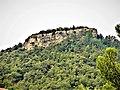 L'extrémité nord du plateau de Ganagobie, vue du village de Ganagobie.jpg